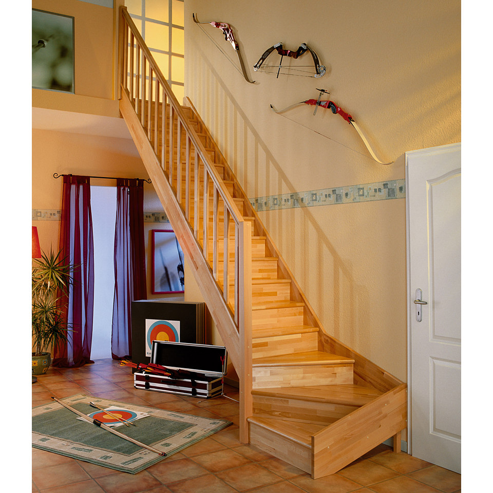 Treppe �Paris� in Buche mit Setzstufen (geschlossen), mit Designgel�nder