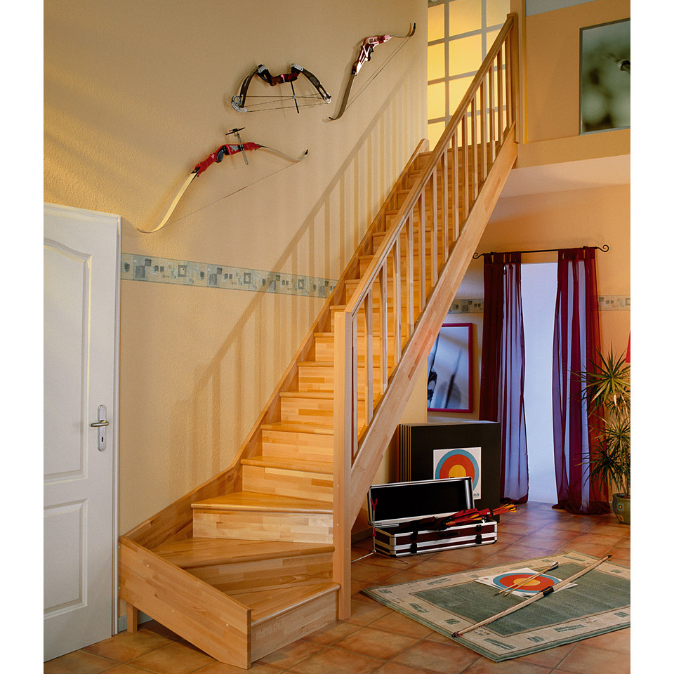 Treppe »Paris« in Buche mit Setzstufen (geschlossen), mit Designgeländer